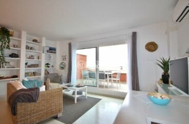 appartement a vendre a rosas, proche commerces, salon / séjour accès terrasse