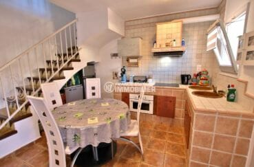 maison a vendre rosas, proche plage, cuisine aménagée ouverte sur le salon / séjour