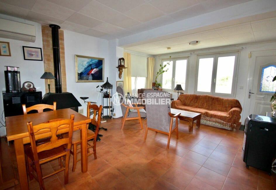 maison a vendre espagne, 84 m² , séjour / salle à manger avec poêle à bois