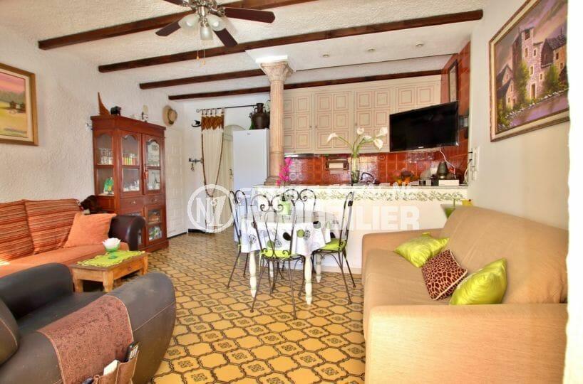 immo empuria: appartement 47 m², salon / séjour avec cuisine ouverte