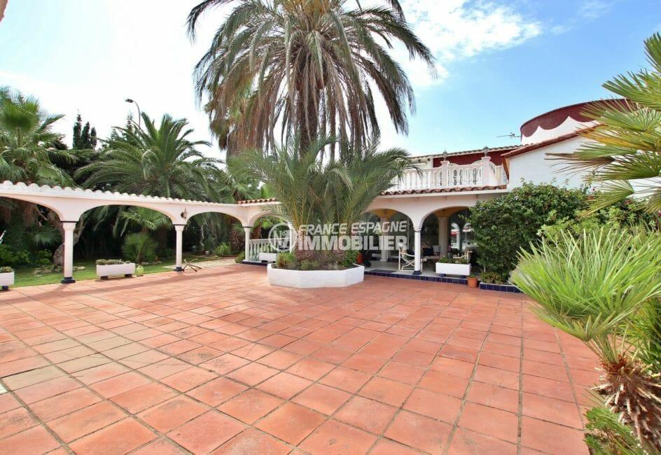 maison à vendre empuriabrava, proche plage, cour intérieure arborée