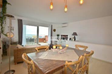 appartements a vendre a rosas, cave, salon / séjour lumineux avec des rangements