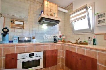 roses espagne: villa 75 m², cuisine équipée et fonctionnelle avec rangements
