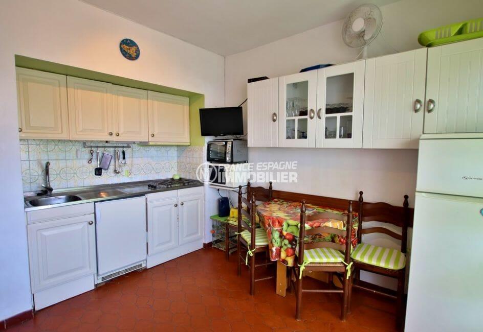 achat appartement rosas, parking, coin cuisine ouverte sur le salon / séjour