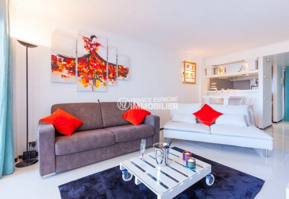 achat appartement rosas, vue mer, salon / séjour avec cuisine semi ouverte