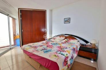 achat appartement rosas, piscine, première chambre avec lit double, placards accès véranda