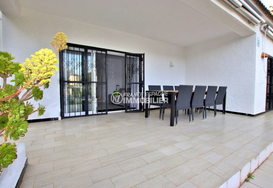 maison a vendre empuriabrava, proche plage, terrasse couverte avec accès salon / séjour