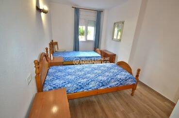 achat appartement rosas, parking, première chambre avec 2 lits simples