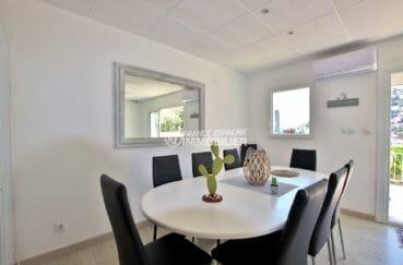 vente maison rosas espagne, ref.3980, coté salle à manger du grand appartement, avec accès terrasse vue mer