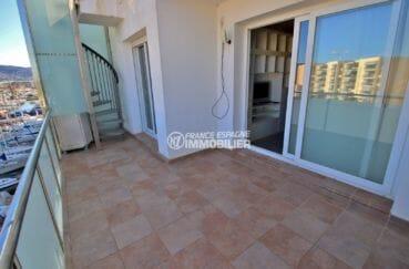 vente appartement rosas espagne, vue marina, terrasse de 12 m² accès salon et terrasse solairum