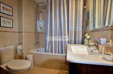 vente appartement rosas espagne, 44 m², salle de bains avec baignoire, vasque et wc