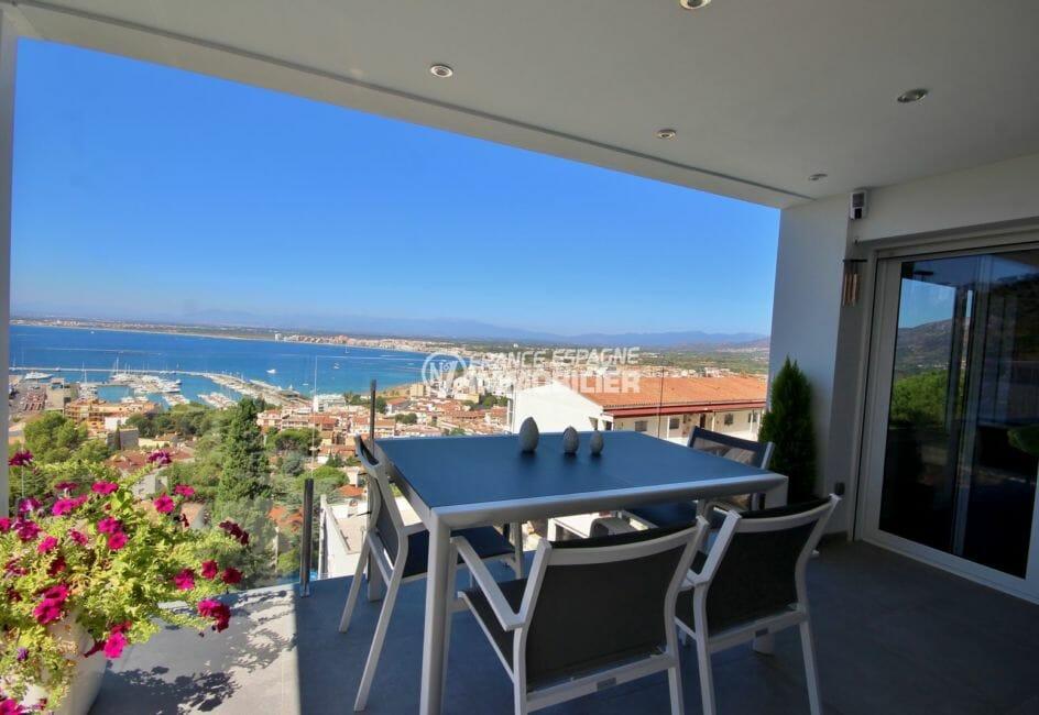 immocenter roses: villa 300 m², terrasse avec belle vue sur le port de plaisance