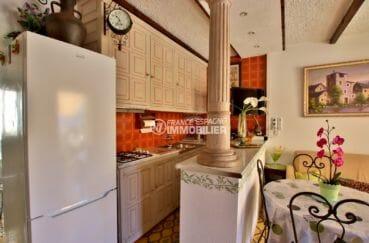 appartement a vendre costa brava, 47 m², cuisine américaine équipée avec des rangements