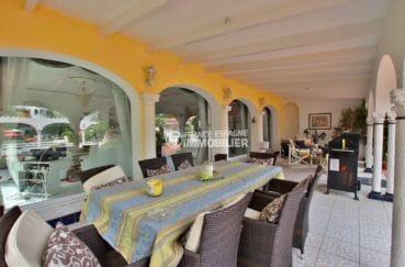 maison a vendre espagne, proche plage, grande terrasse couverte coin détente et repas avec bbq