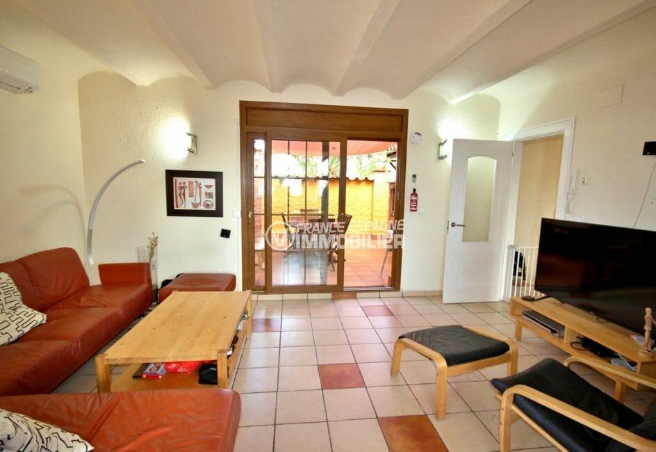 acheter maison empuriabrava, piscine, salon / séjour à l'étage accès terrasse cuisine d'été