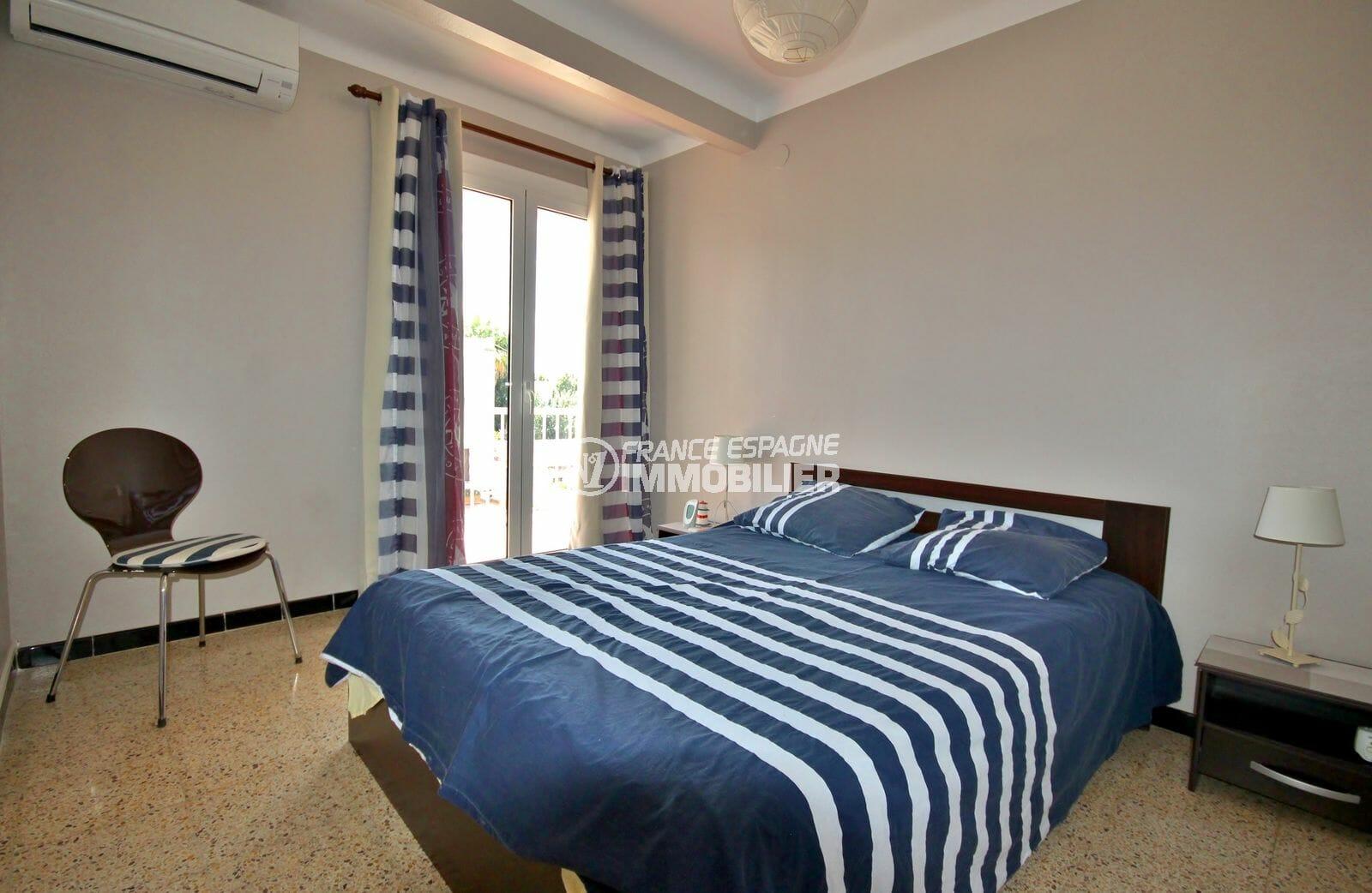 achat appartement empuriabrava, atico 72 m², première chambre lit double accès terrasse