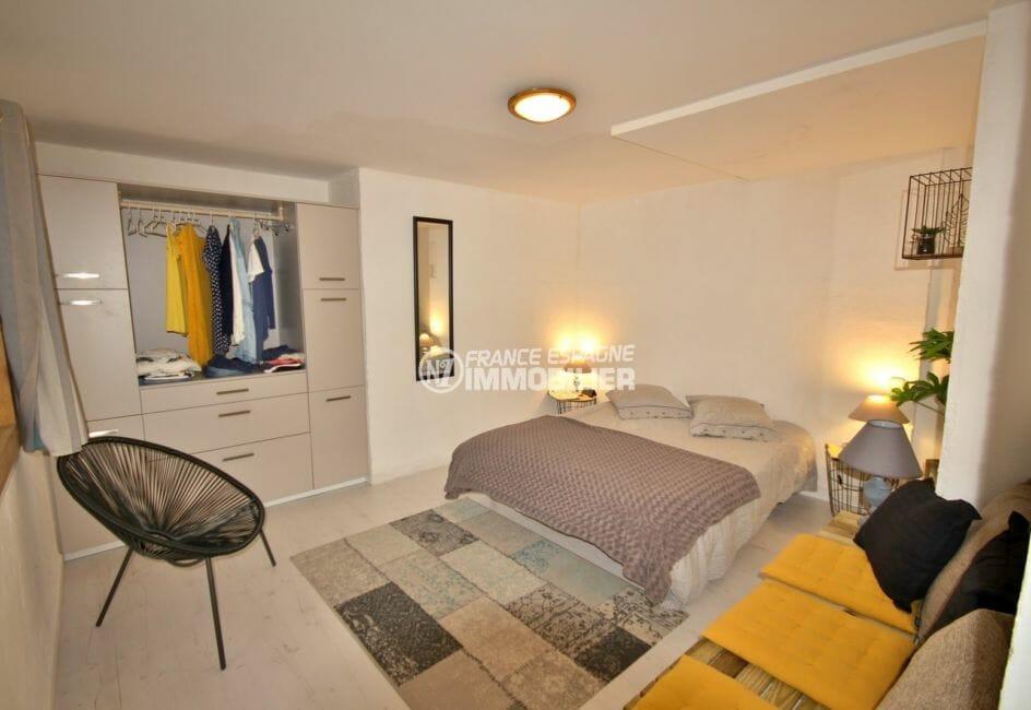 vente appartements rosas espagne, proche plage, première chambre avec lit double et dressing