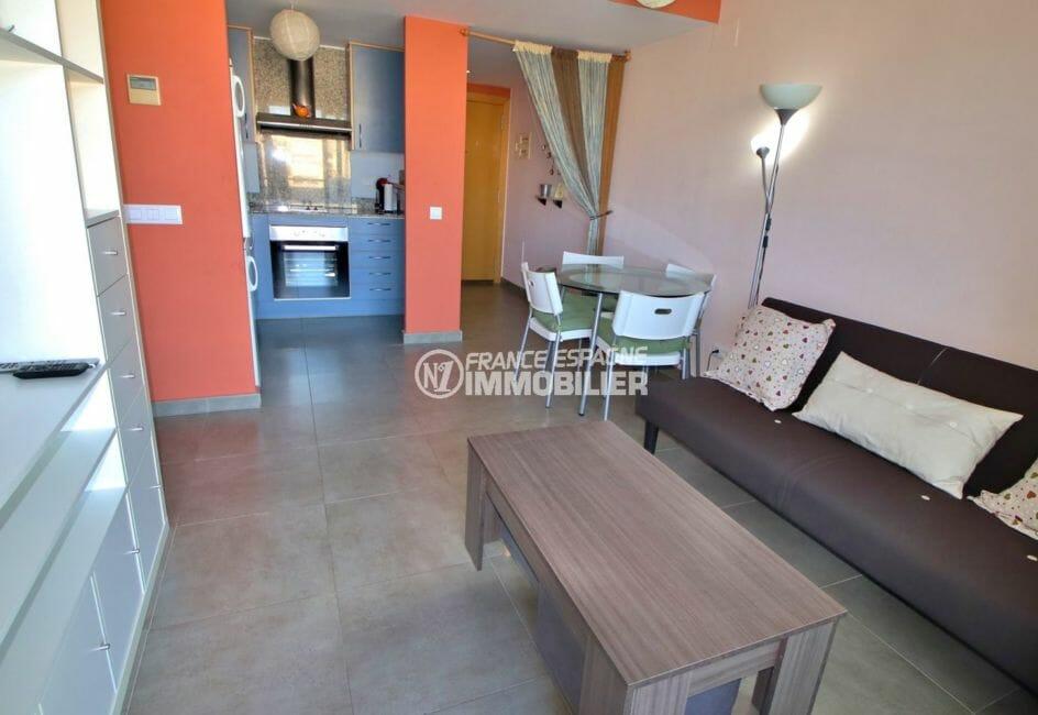 appartement à vendre à rosas espagne, piscine, cuisine ouverte sur le salon / séjour
