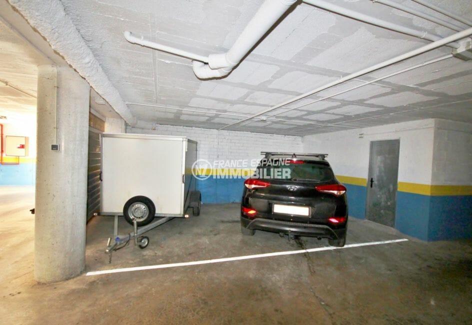appartement à vendre à rosas espagne, proche plage, vue place de parking / cave en sous-sol