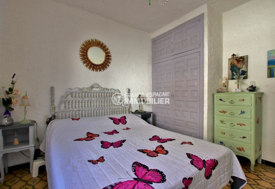 vente appartement empuriabrava, piscine, chambre avec lit double et  placards