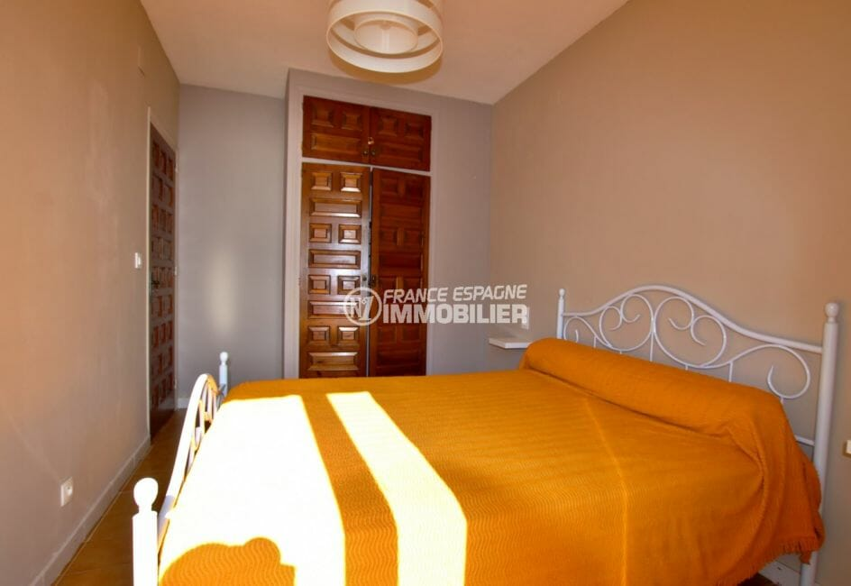 immobilier a rosas: villa 53 m², première chambre lit double et placards