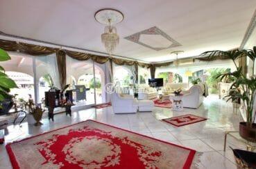 vente villa empuriabrava, piscine, premier salon / séjour lumineux et spacieux accès terrasse