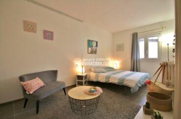 appartement à vendre à rosas espagne, 88 m², deuxième chambre avec lit double et rangements