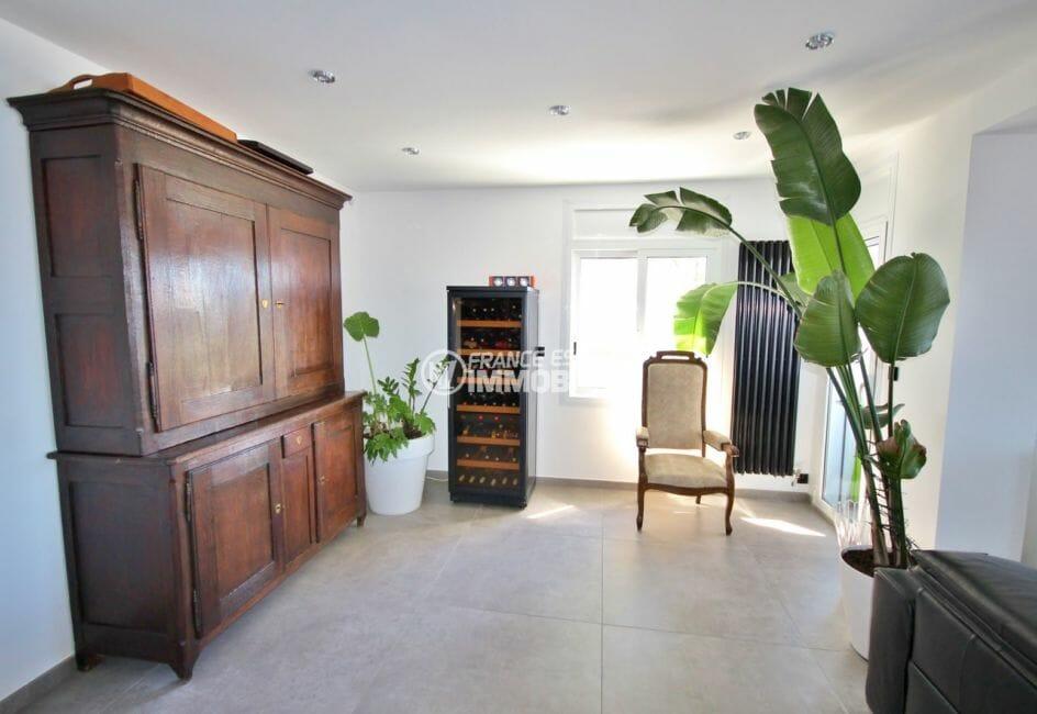 acheter maison costa brava, rosas, espace cave à vin et rangements