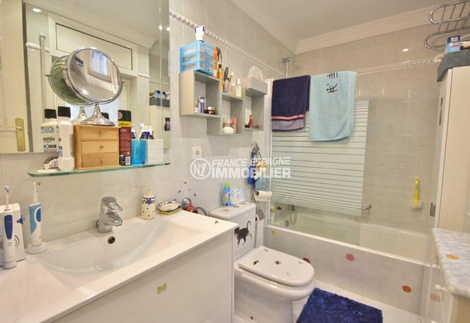 acheter maison empuriabrava, proche plage, salle de bains attenante de la deuxième suite parentale