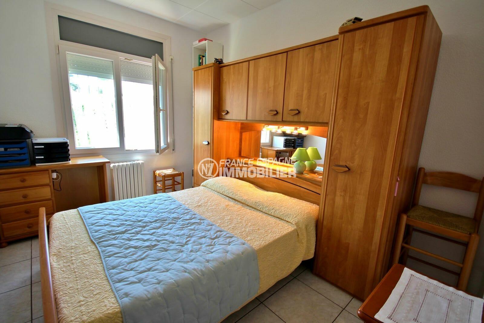 maison à vendre empuriabrava, garage, deuxième chambre avec lit double et rangements