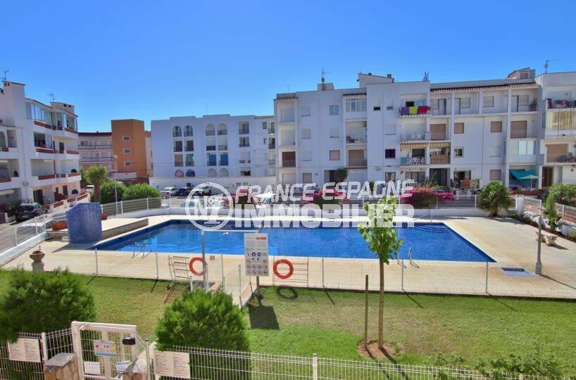 appartement à vendre à empuriabrava, 47 m², aperçu de la piscine et de la résidence