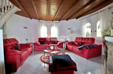 maison à vendre à empuriabrava, garage bâteau, deuxième salon / séjour avec 3 canapés