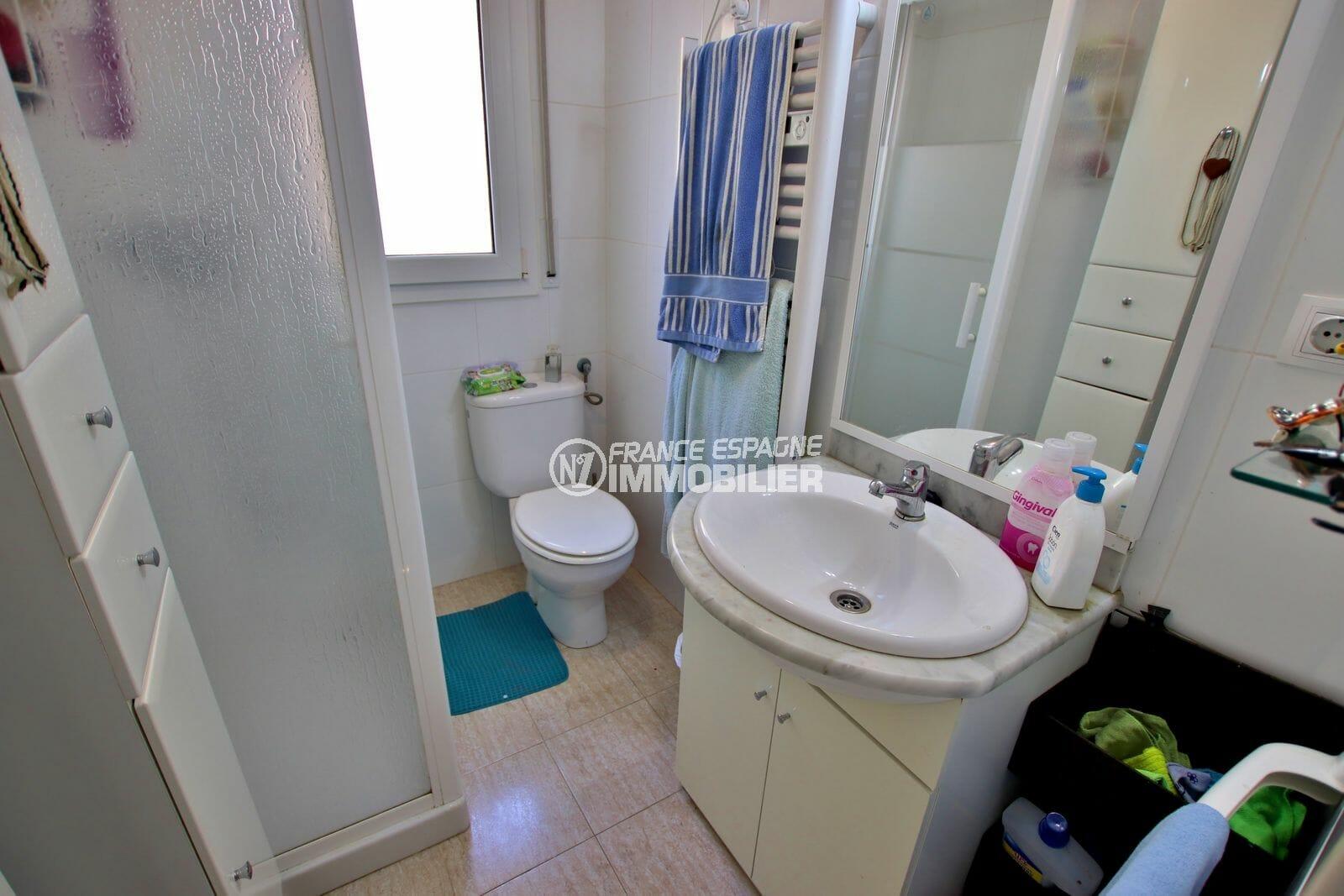 achat rosas espagne: villa ref.3980, salle d'eau du grand appartement