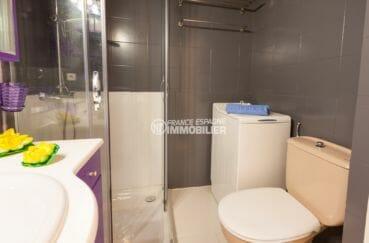 achat appartement rosas espagne, piscine, salle d'eau avec rangements et wc