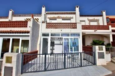 maison a vendre en espagne bord de mer pas cher, parking, aperçu de la façade de l'immeuble