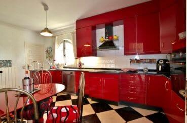 maison a vendre a empuriabrava avec amarre, piscine, cuisine indépendante et arrière cuisine