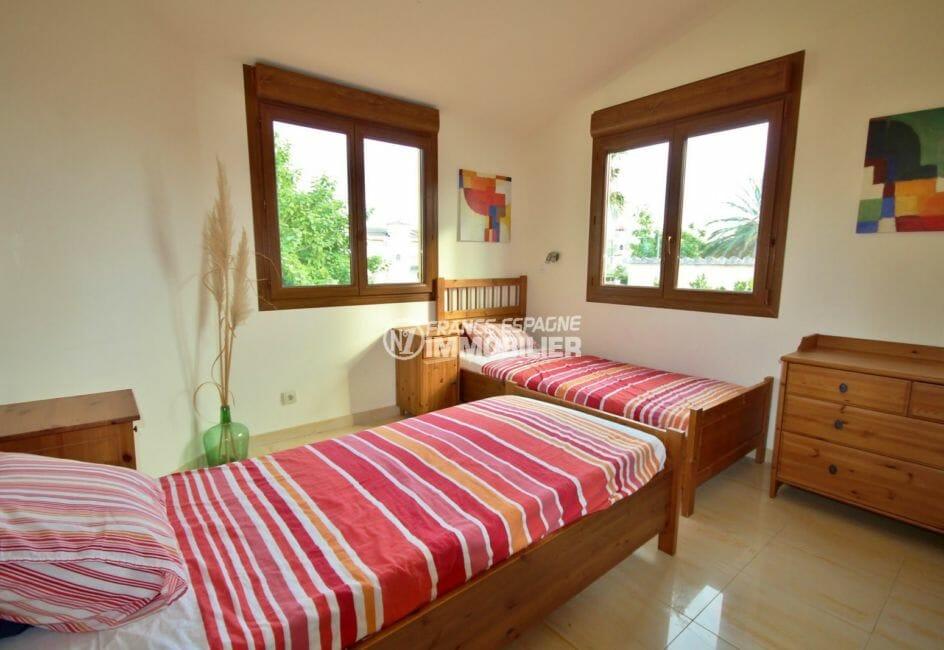 maison à vendre à empuriabrava, garage, chambre 2 avec deux lits simples et rangements