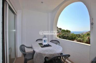 immo center rosas: villa ref.3980, terrasse vue mer du petit apparement au 1er étage (25 m²)