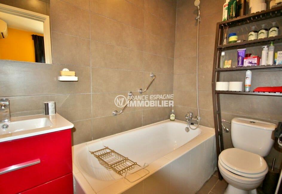 immo center rosas: villa ref.3978, première salle de bains avec wc et baignoire
