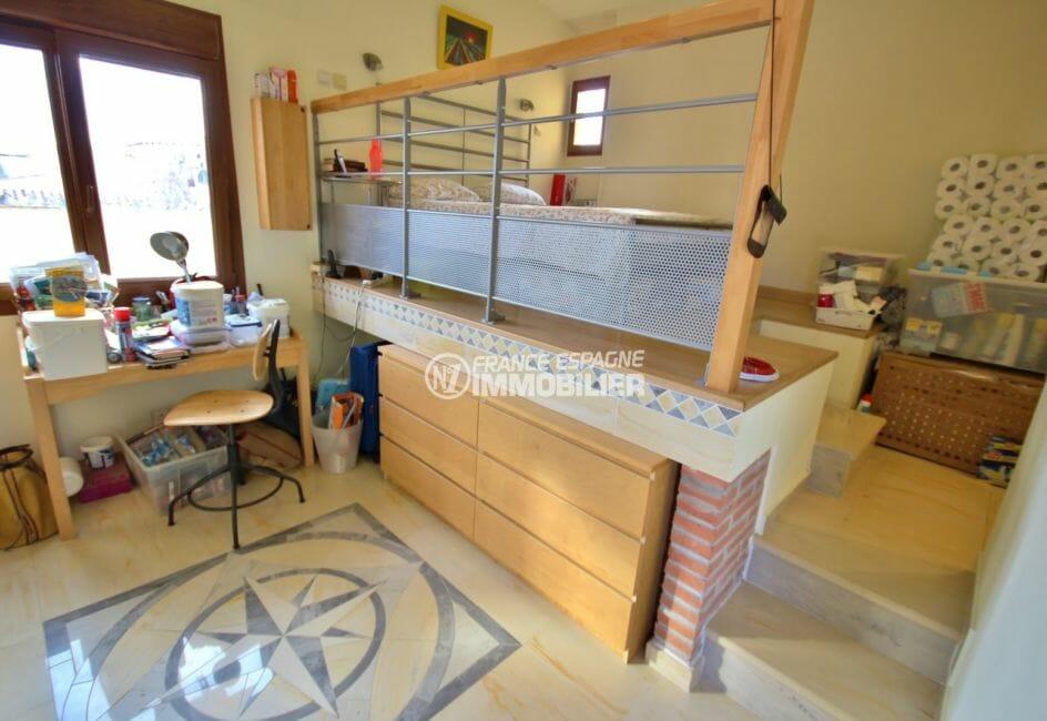 maison a vendre a empuriabrava avec amarre, vue canal, chambre 3 avec mezzanine et rangements