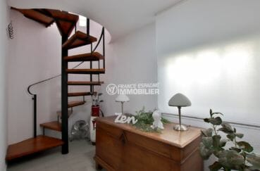 agence empuriabrava: villa 94 m², couloir avec escaliers qui dessert les autres pièces