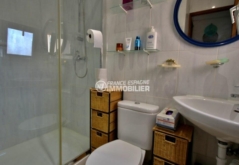 immo center roses: villa ref.3978, seconde salle d'eau, avec cabine douche et wc