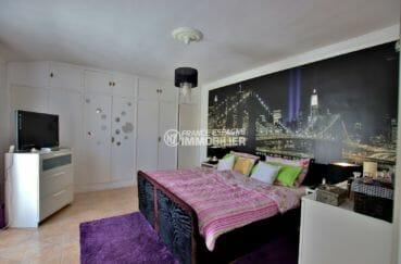 vente maison empuriabrava avec amarre, vue canal, chambre 1 avec lit double et placards