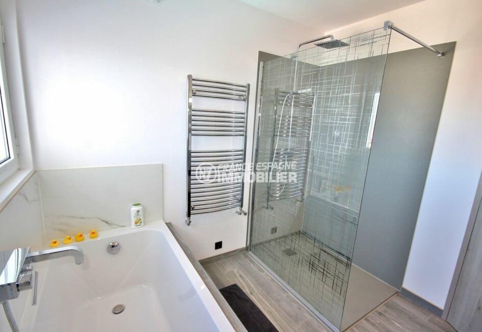 achat rosas: villa 300 m², salle de bains attenante à la suite parentale