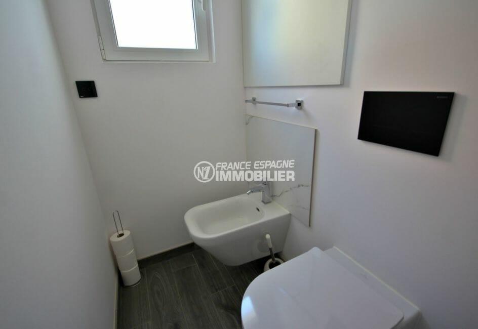 vente immobiliere costa brava: villa 300 m², toilettes indépendantes avec lavabo