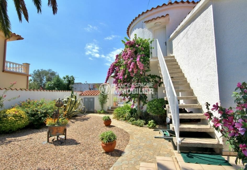 maison a vendre empuria brava, piscine, terrain de 563 m² bien entretenu et fleuri