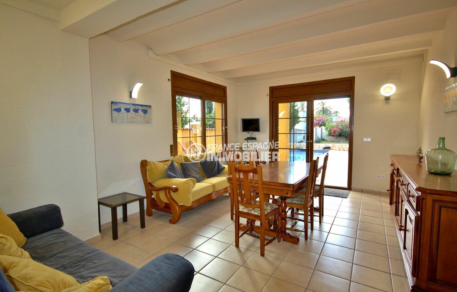 vente immobilière costa brava: villa 170 m², salon / séjour au rez de chaussée accès piscine