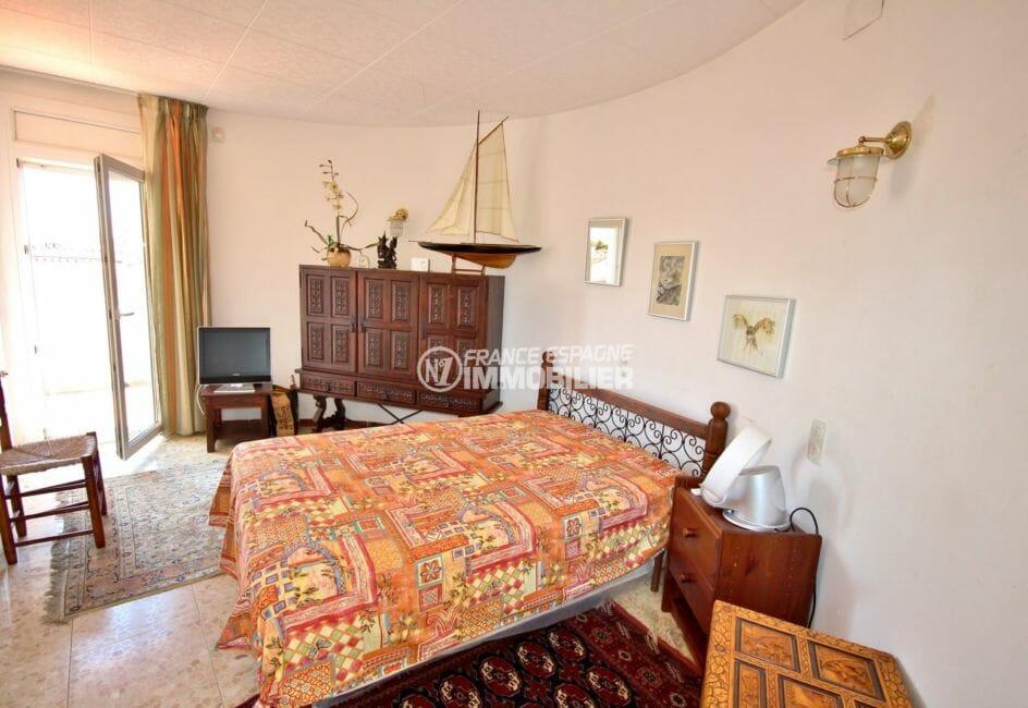 maison a vendre empuriabrava, piscine, chambre 3 avec lit double accès terrasse