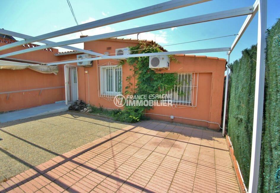 achat immobilier roses: villa avec terrasse solarium vue mer, pare soleil repliable