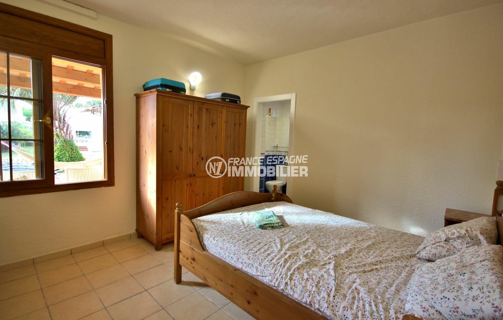 empuriabrava vente maison avec amarre, piscine, chambre 4 avec lit simple et rangements